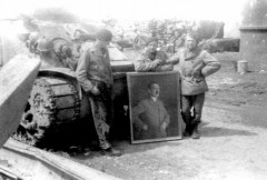 Iena_2_crew_display_Hitlers_portrait.jpg